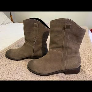 Women's Tan Suede Boots 7 1/2